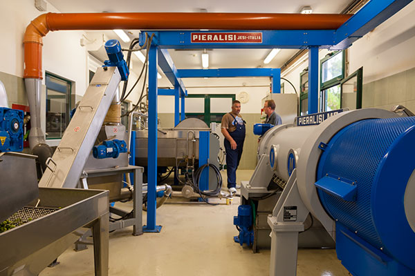slijedi postupak prešanja i centrifugiranja